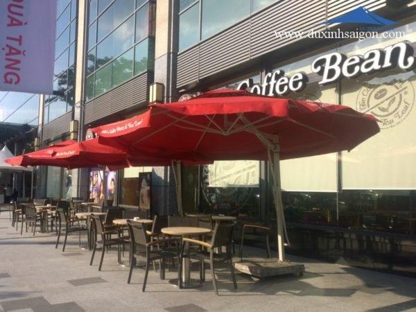 Dù trang trí quán cafe hiện đại